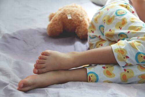 bambino-con-enuresi-che-dorme
